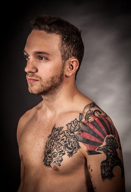 Symbolbild Risiko Tattoo