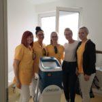 Zweites Gerät für lAight-Therapie zur Behandlung von Acne inversa mit einigen unserer Behandlerinnen und Anna von Lenicura